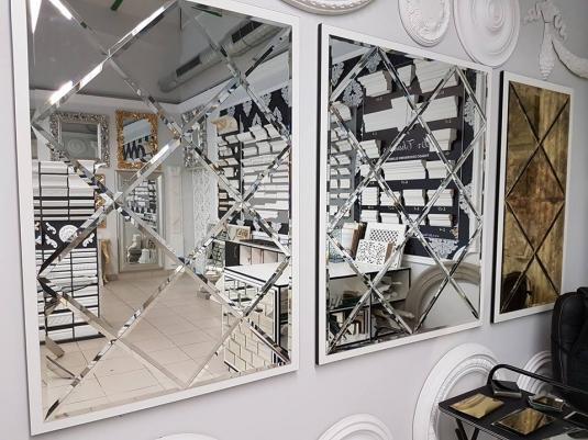 Kết quả hình ảnh cho chiếc gương có kích thước quá lớn được đặt ở một bên của căn phòng cùng với hai vật dụng tương tự khác cũng là một ý tưởng trang trí ngôi nhà tốt